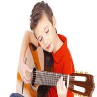 nino tocando guitarra - Belart